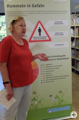 Vortrag von Brigitte Natzke bei der Hummelausstellung in der Gemeindebibliothek Neubiberg